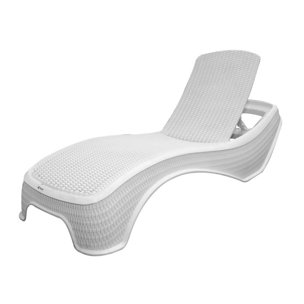 Silla chaise lounge plastica tipo rattan blanco